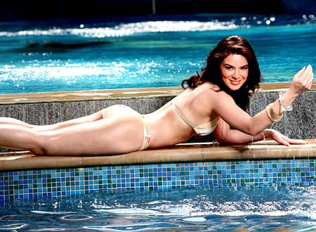 urvashi_sharma_hot_bikini_pics.jpg